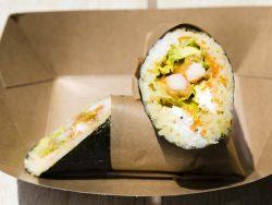 Burrito de sushi con langostino
