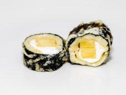 Maki con camembert y piña