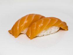Bolita de arroz con salmón natural