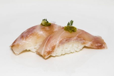 Bolita de arroz con pescado blanco